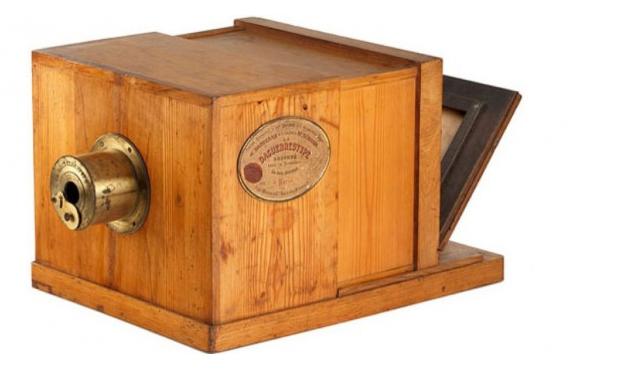 firstcmmerciallyproducedcamera 1939 paris