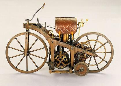 DaimlerRiding Car 1885 First Motorbike